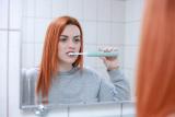 Saiba como manter seus dentes sempre brancos e saudáveis gastando pouco
