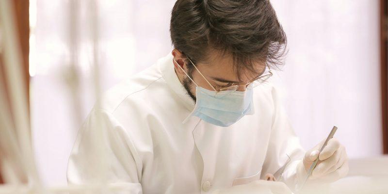 Como escolher um bom dentista sem pagar caro?